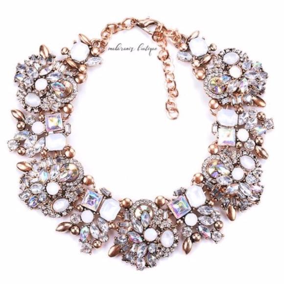 Jewelry - Stunning Necklace / Choker